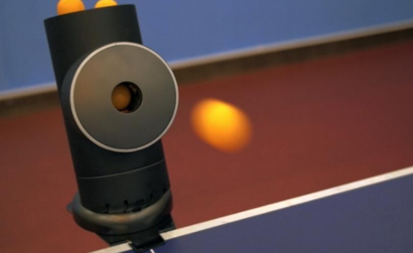 a彩娱乐;app结合桌球发球机 各种球路自己选